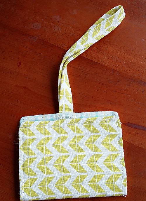 Hand-sew button hole luggage tag